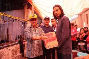 Pemkot Makassar Serahkan Bantuan Korban Kebakaran Sinassara
